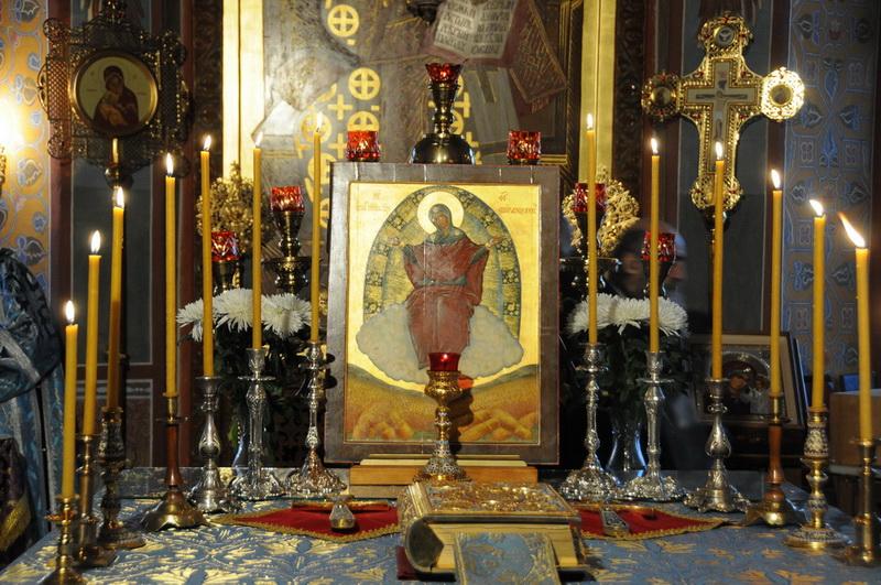 как молится перед иконой: