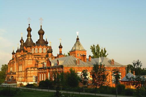 http://www.optina.ru//photos/temples/Kazanskii-sobor-i-trapeznaja.jpg